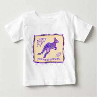 インドのカンガルーのキルト ベビーTシャツ