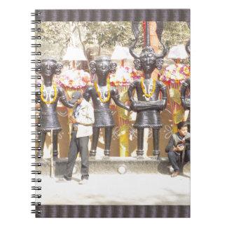 インドミュージシャンの芸術家の文化的なショーの彫像 ノートブック