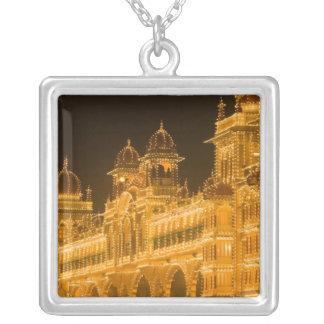 インド、カルナータカ州、マイソール: Majarajaの宮殿(b. 2 シルバープレートネックレス