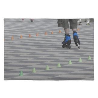 インラインスケートの人の足。 インラインスケート選手 ランチョンマット