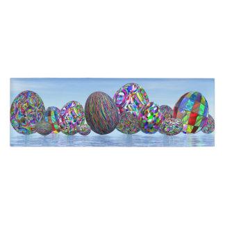 イースターのためのカラフルな卵- 3Dは描写します 名札