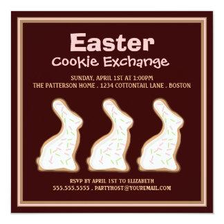 イースターのウサギのクッキーの交換のパーティの招待状 カード