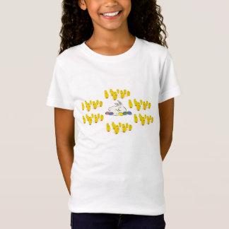 イースターのウサギの卵及びベビーのひよこの女の子のTシャツ Tシャツ
