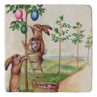 イースターのウサギの着色された卵の木 トリベット