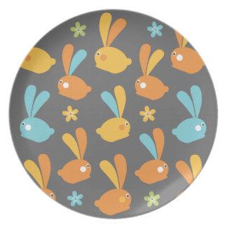 イースターのウサギの絵のプレート プレート
