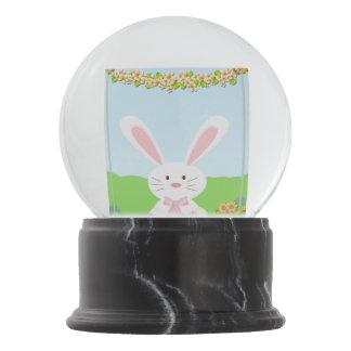 イースターのウサギの絵 スノーグローブ