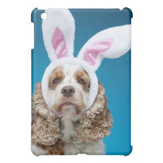 イースターのウサギの耳を身に着けている犬のポートレート iPad MINIケース