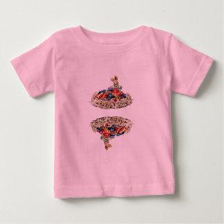 イースターのウサギキャンデーの巣 ベビーTシャツ