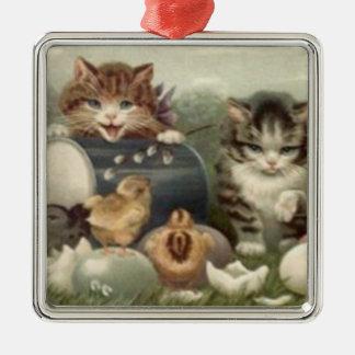 イースターひよこによって着色される卵の子ネコ猫 メタルオーナメント