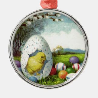 イースターひよこの綿によって着色される卵の景色 メタルオーナメント