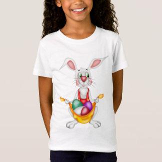 イースターエッグを握るイースターのウサギ Tシャツ