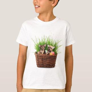 イースターチワワの子犬 Tシャツ