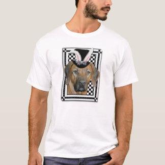 イースター-バニーはRhodesian Ridgeback愛します Tシャツ