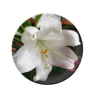 イースター・リリーの花の磁器皿 磁器プレート
