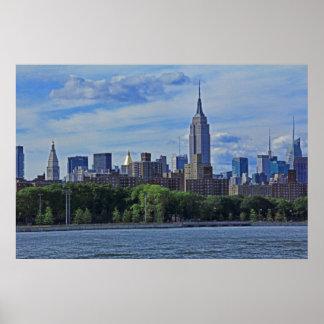 イースト・リバー002からのNYCのスカイライン ポスター