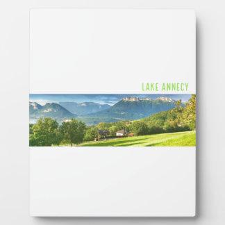 イーゼルが付いている湖のアヌシーのプラク フォトプラーク
