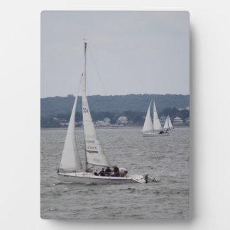 イーゼルが付いているSailboatingの芸術の写真 フォトプラーク