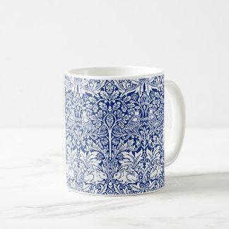 ウィリアム・モリスの兄弟のウサギの青いヴィンテージパターン コーヒーマグカップ