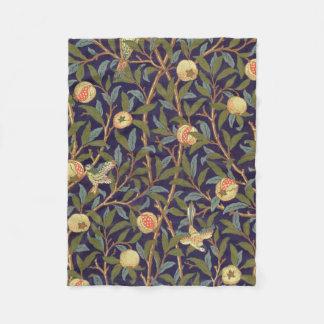 ウィリアム・モリスの鳥およびザクロのヴィンテージの花柄 フリースブランケット