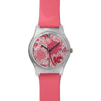 ウィリアム・モリスのJacobean花柄、珊瑚のピンク 腕時計