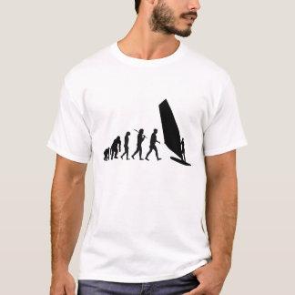 ウィンドサーファーのウィンドサーフィンをする進化のSailboardの風 Tシャツ