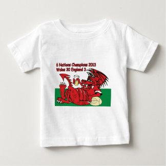 ウェールズのドラゴン、6人の国家のチャンピオン、ウェールズvイギリス ベビーTシャツ