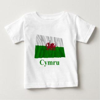 ウェールズの名前のウェールズの振る旗 ベビーTシャツ