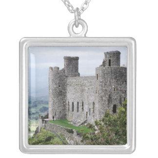 ウェールズの城 シルバープレートネックレス