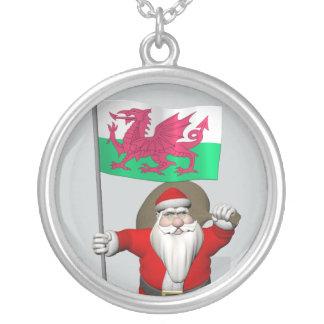 ウェールズの旗を持つサンタクロース シルバープレートネックレス