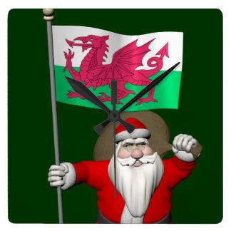 ウェールズの旗を持つサンタクロース スクエア壁時計
