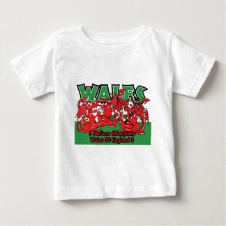 ウェールズ6人の国家のラグビーのチャンピオン、W 30-3 E ベビーTシャツ
