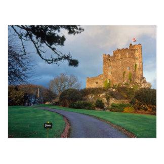 ウェールズ- St.の近くのウェールズの私用城 ポストカード