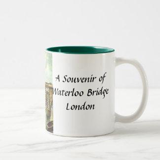 ウォータールー橋、ロンドン-記念品のマグ ツートーンマグカップ