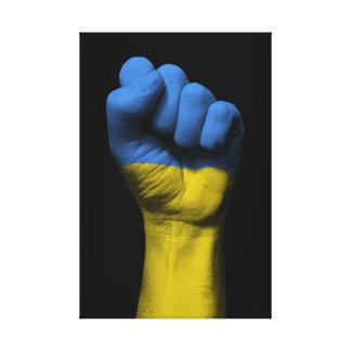 ウクライナの旗が付いている上げられたくいしばられた握りこぶし キャンバスプリント