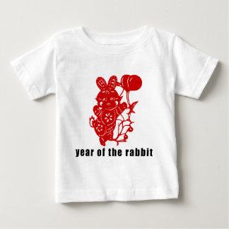 ウサギのかわいい唐紙の切口年 ベビーTシャツ