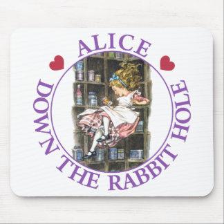 ウサギの巣穴の下のアリス マウスパッド