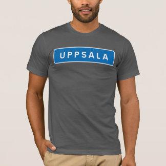 ウプサラのスウェーデンの交通標識 Tシャツ