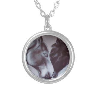 ウマ科のなバレンタインのネックレス。  馬の宝石類 シルバープレートネックレス