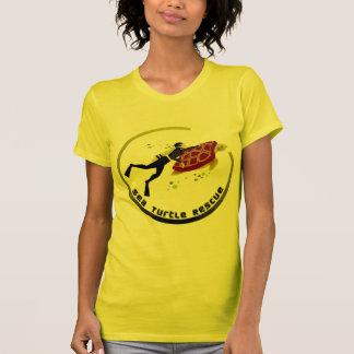 ウミガメの救助 Tシャツ