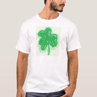 エアブラシで描かれたシャムロック Tシャツ