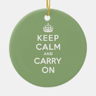 エコの緑のKeep Calm and Carry On セラミックオーナメント