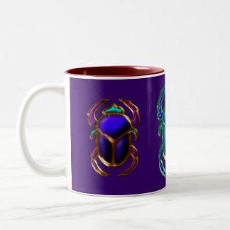 エジプトのオオタマオシコガネのカブトムシのコレクション ツートーンマグカップ