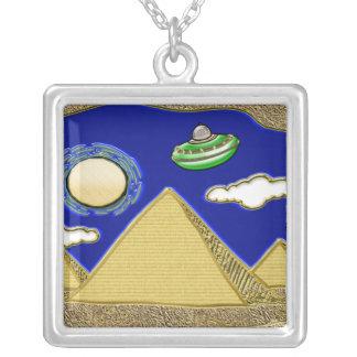 エジプト上のUFO シルバープレートネックレス