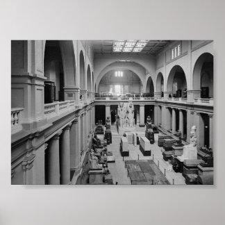エジプト博物館。 主要なホールc.1934のインテリア ポスター