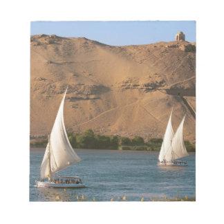 エジプト、アスワン、ナイル川のFeluccaのヨット、 ノートパッド