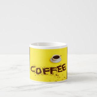 エスプレッソのマグのコーヒーの完全なコップ エスプレッソカップ