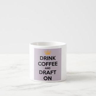 エスプレッソのマグの飲み物のコーヒーおよび草案 エスプレッソカップ