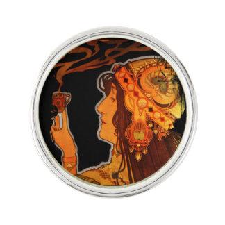 エスプレッソを持つアールヌーボーの女性 ラペルピン