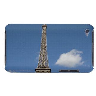 エッフェルの後ろの青空に対する白い雲 Case-Mate iPod TOUCH ケース