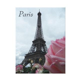 エッフェル塔のパリフランスのバラのキャンバスの写真 キャンバスプリント